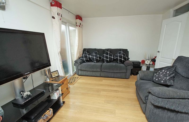 3 bed house for sale in Doverdale Close 3