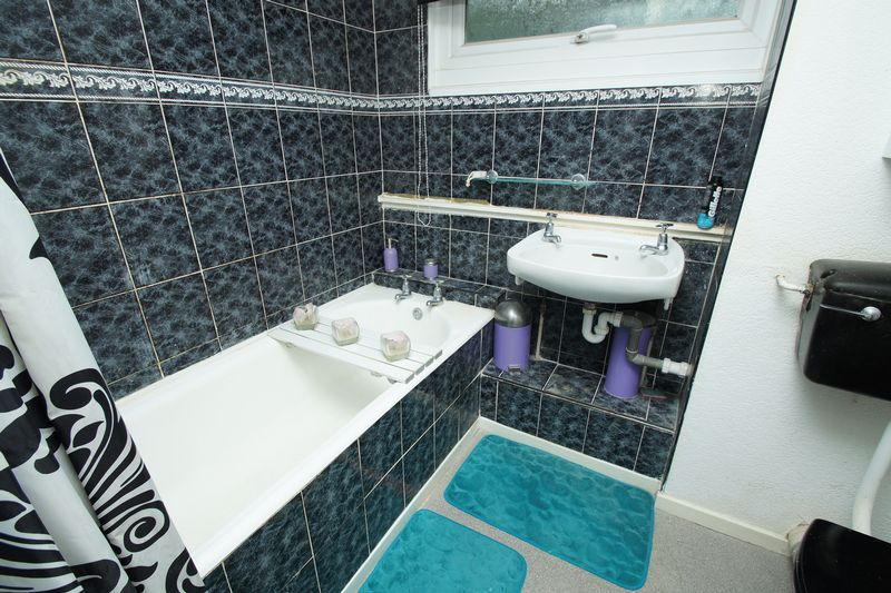 3 bed house for sale in Doverdale Close 7