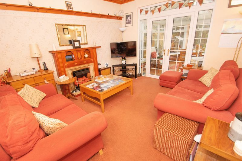 4 bed house for sale in Oak Barn Road  - Property Image 2