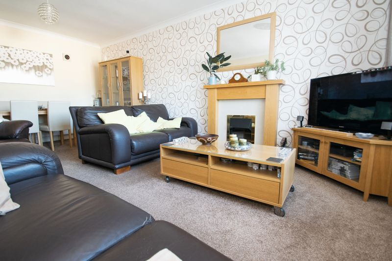 2 bed bungalow for sale in Lodgefield Road 2