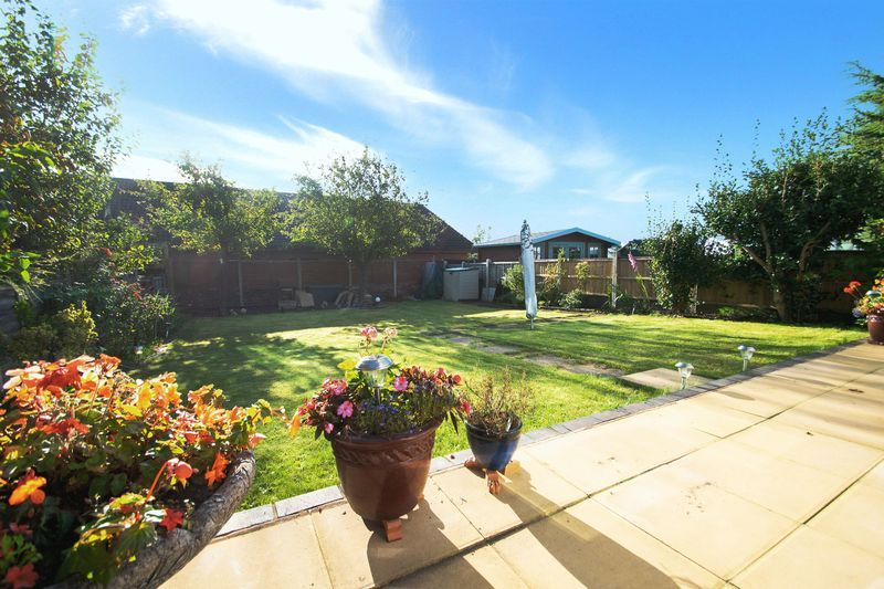 2 bed bungalow for sale in Lodgefield Road 13