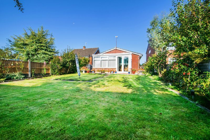 2 bed bungalow for sale in Lodgefield Road 14