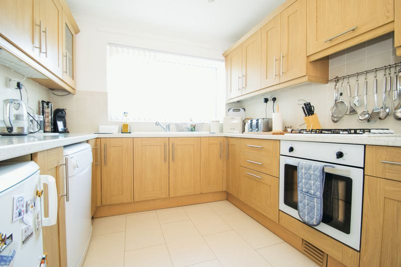 2 bed bungalow for sale in Lodgefield Road  - Property Image 5