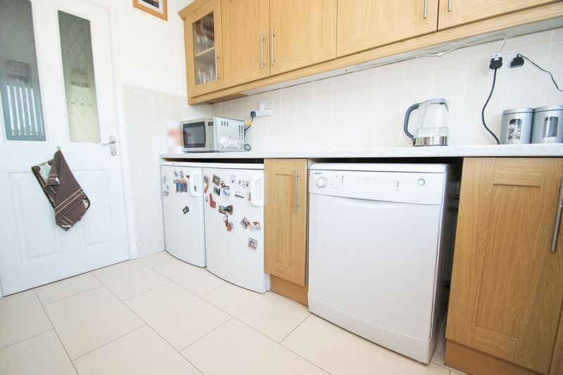 2 bed bungalow for sale in Lodgefield Road 6