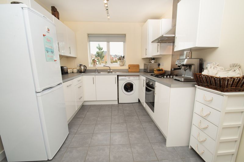 3 bed house for sale in Almondsbury Close 7