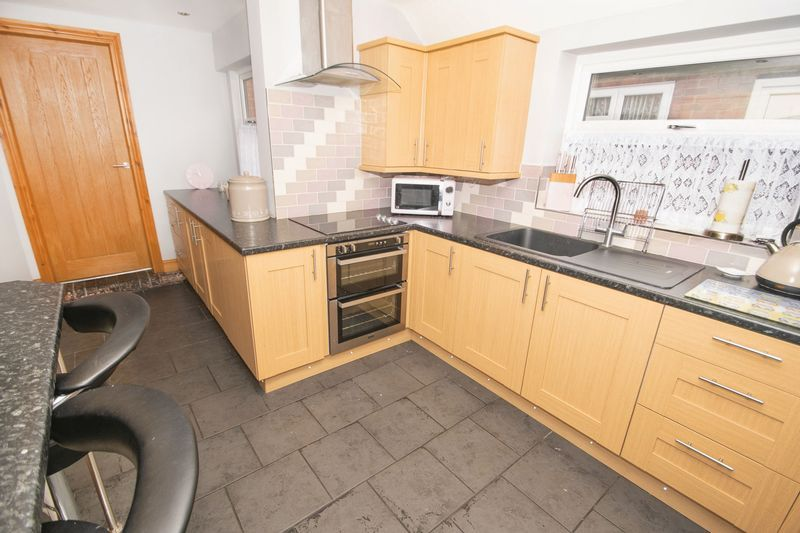 2 bed house for sale in Dudley Road  - Property Image 5
