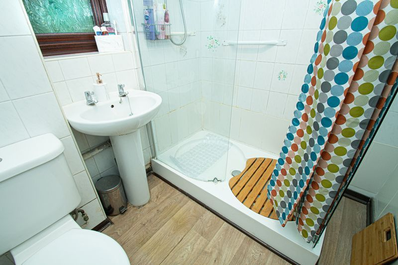 3 bed house for sale in Linnet Close 13