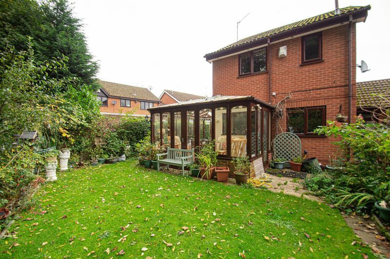 3 bed house for sale in Linnet Close 14