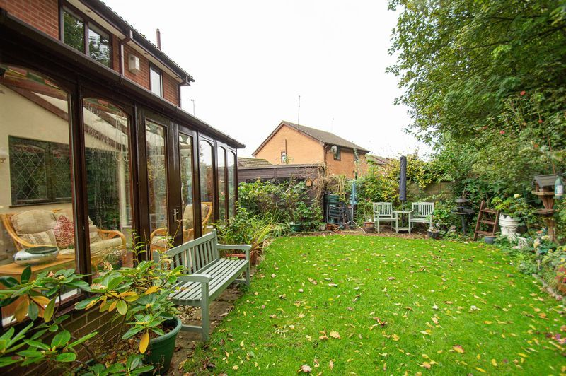 3 bed house for sale in Linnet Close 15
