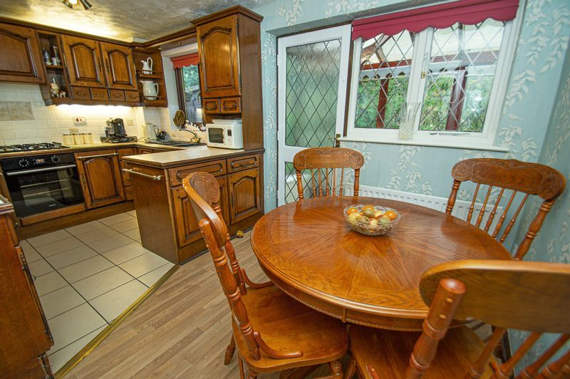 3 bed house for sale in Linnet Close 6