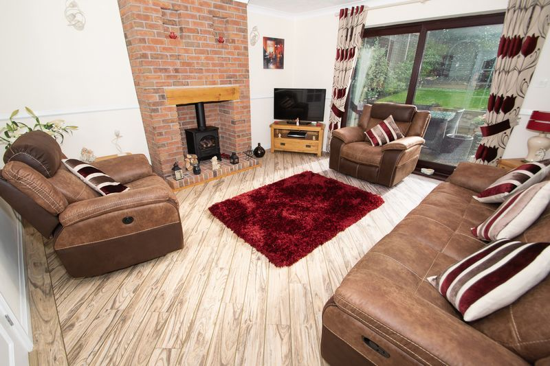 2 bed bungalow for sale in Dark Lane 2