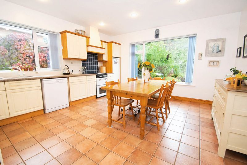 5 bed house for sale in Chantry Road 3