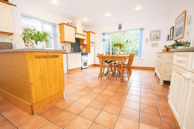 5 bed house for sale in Chantry Road 4