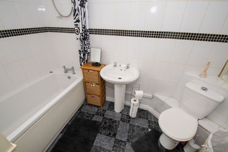 3 bed house for sale in Vicarage Road 4