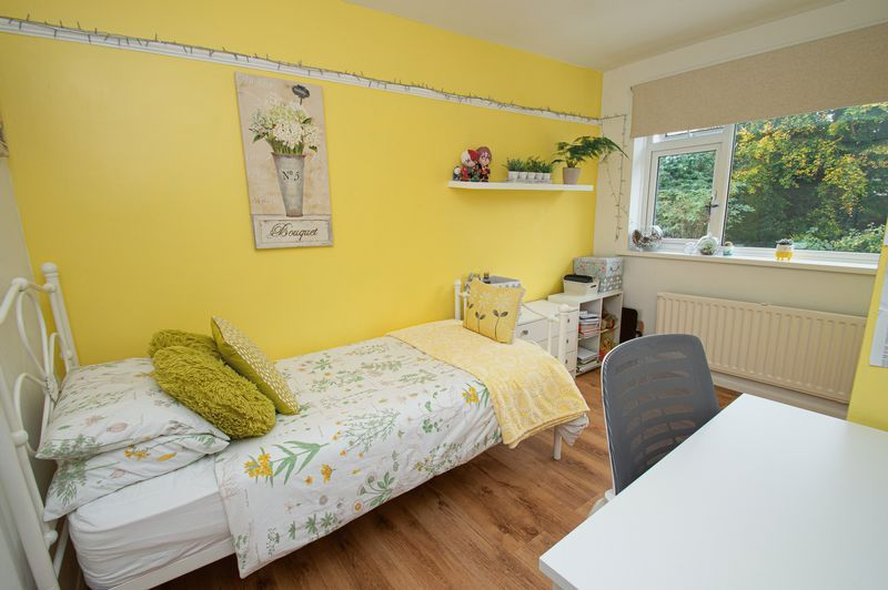 3 bed house for sale in Fox Lane 12