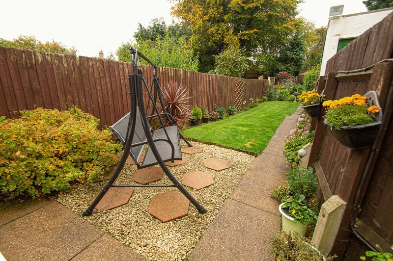 3 bed house for sale in Fox Lane 15