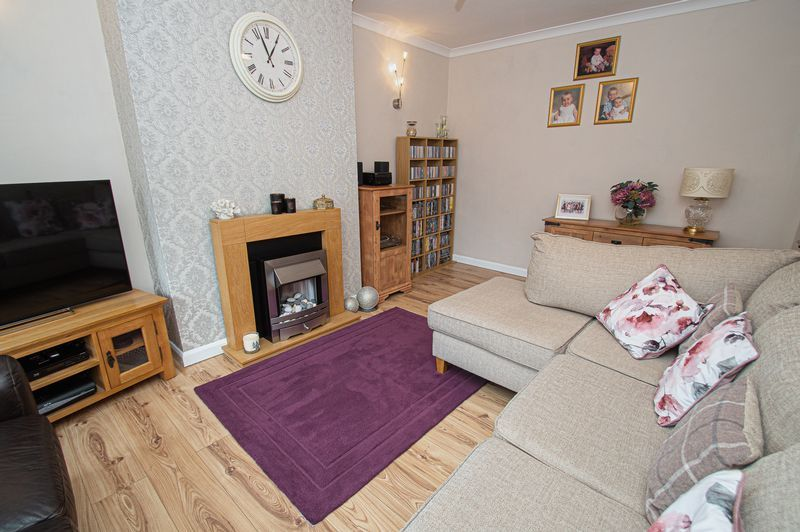 3 bed house for sale in Fox Lane 4