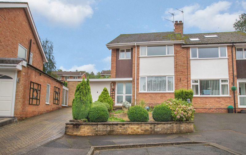 3 bed house for sale in Vicarage Crescent  - Property Image 1