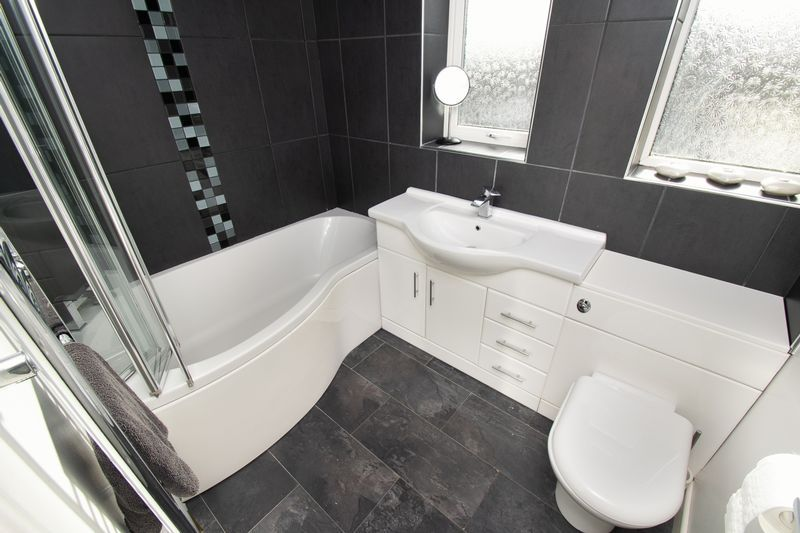 4 bed house for sale in Saxon Drive 16