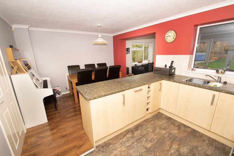 4 bed house for sale in Saxon Drive 3