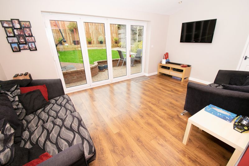 4 bed house for sale in Saxon Drive 8