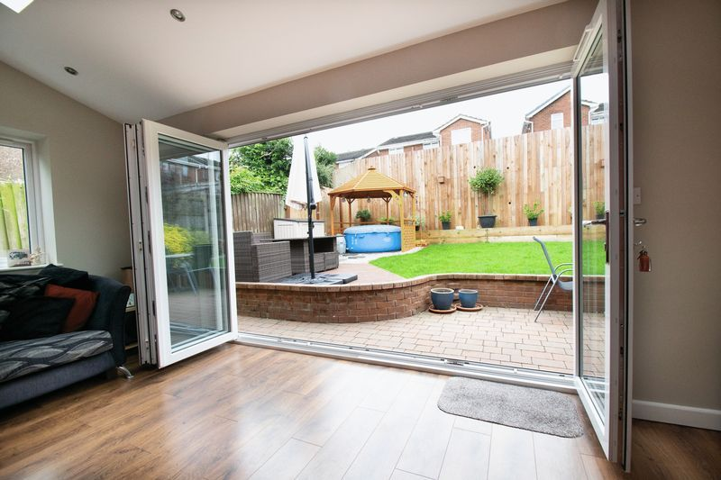 4 bed house for sale in Saxon Drive 9