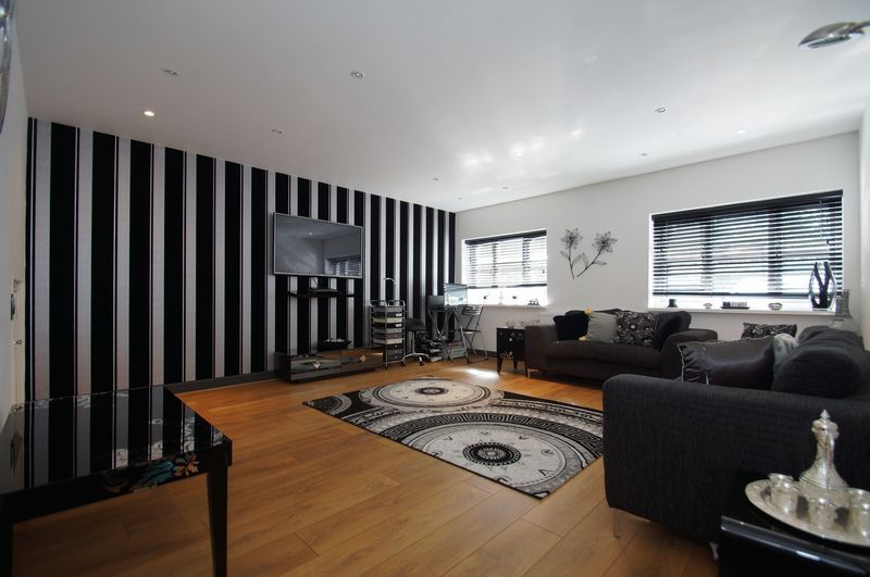 4 bed house for sale in Beckett Close  - Property Image 2