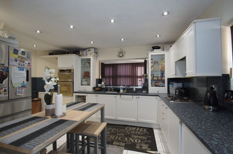 4 bed house for sale in Beckett Close 9