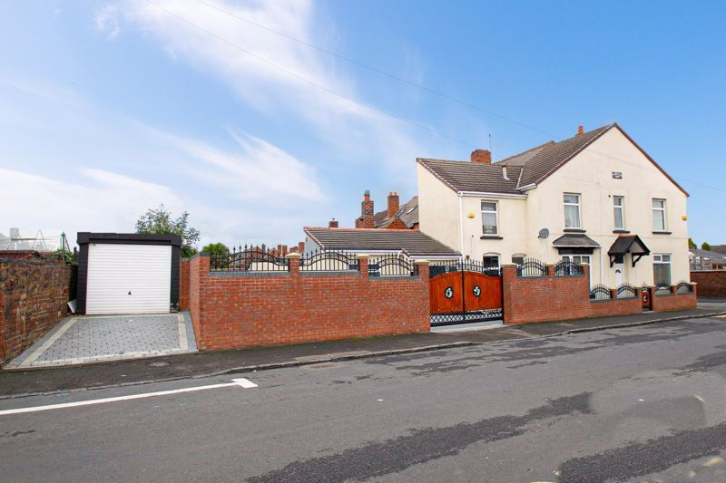 2 bed house for sale in Mace Street - Property Image 1