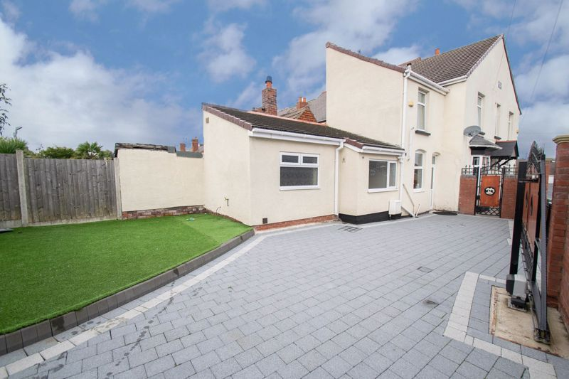 2 bed house for sale in Mace Street 16