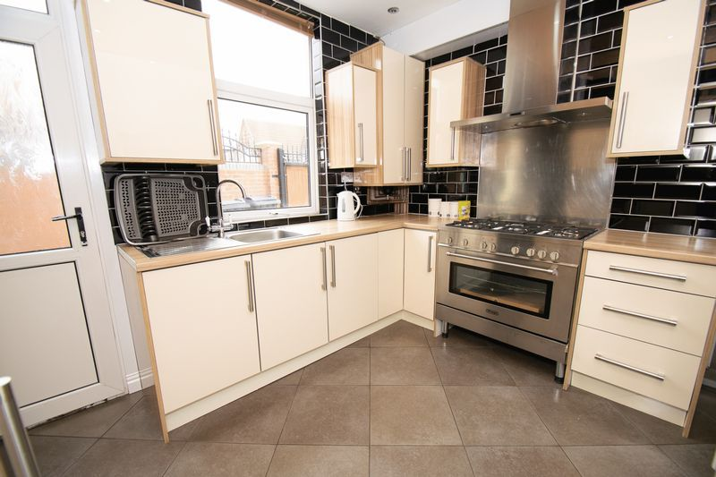 2 bed house for sale in Mace Street  - Property Image 7