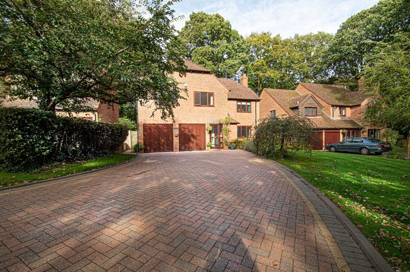 5 bed house for sale in Purshall Close 2