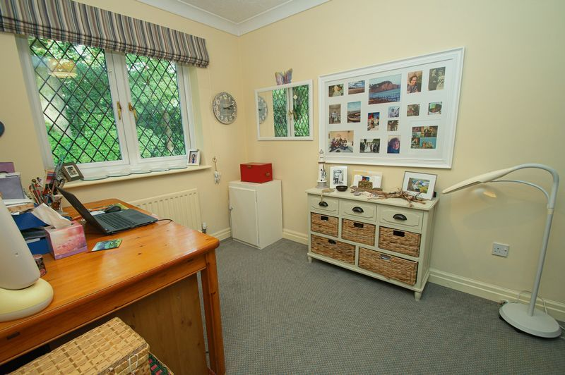 5 bed house for sale in Purshall Close 20