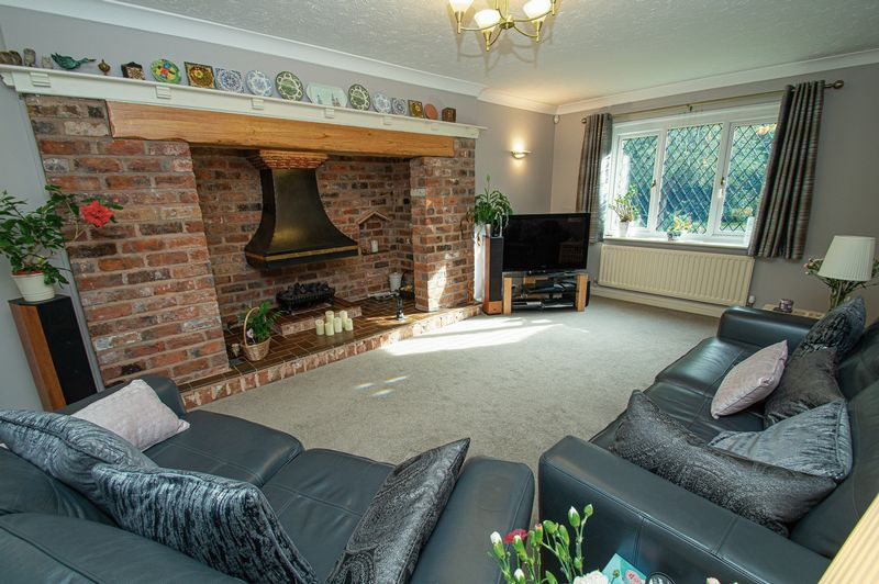 5 bed house for sale in Purshall Close  - Property Image 3