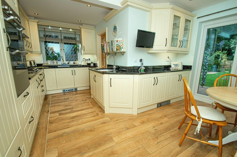 5 bed house for sale in Purshall Close  - Property Image 7