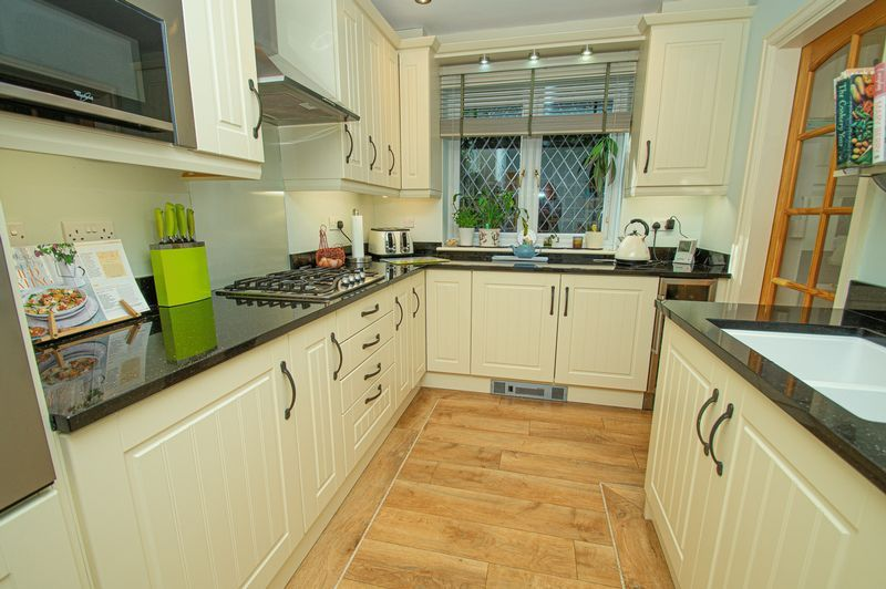 5 bed house for sale in Purshall Close 8