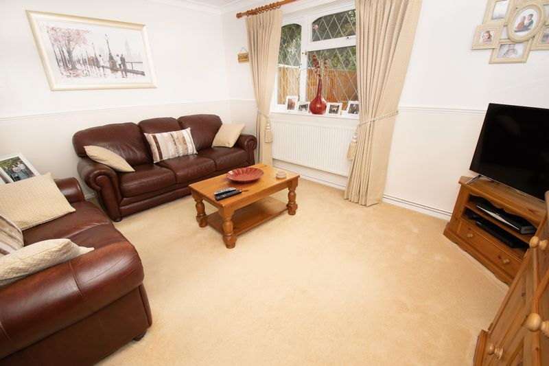 4 bed house for sale in Upper Field Close 2