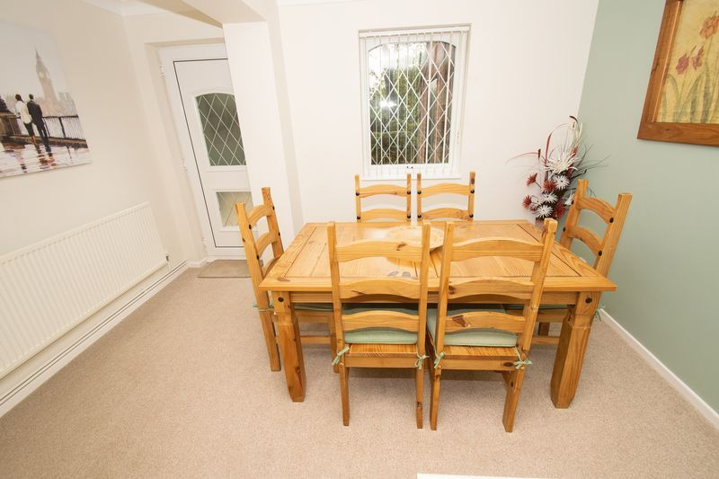 4 bed house for sale in Upper Field Close  - Property Image 4