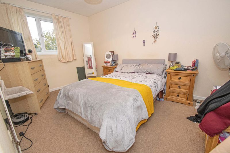 3 bed house for sale in Fordbridge Close 8