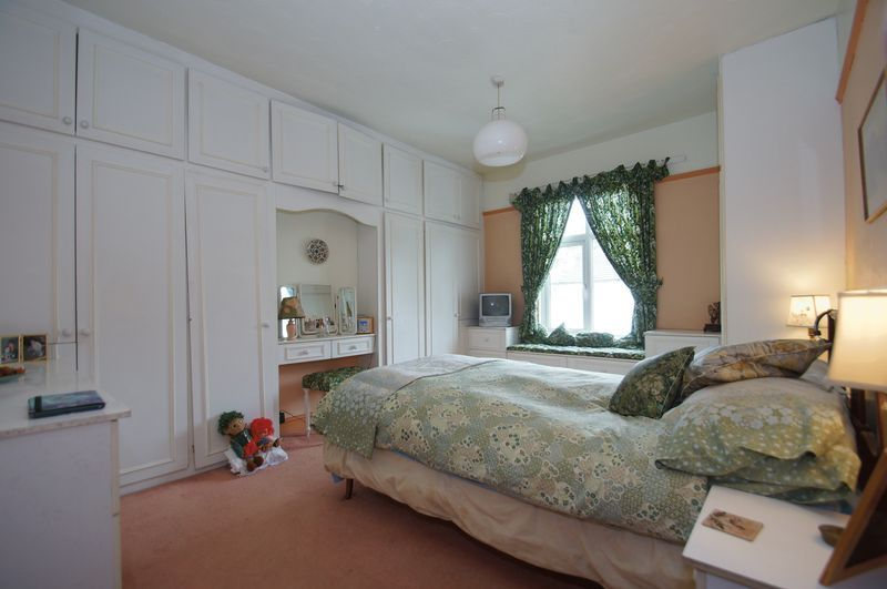 4 bed house for sale in Western Road  - Property Image 9