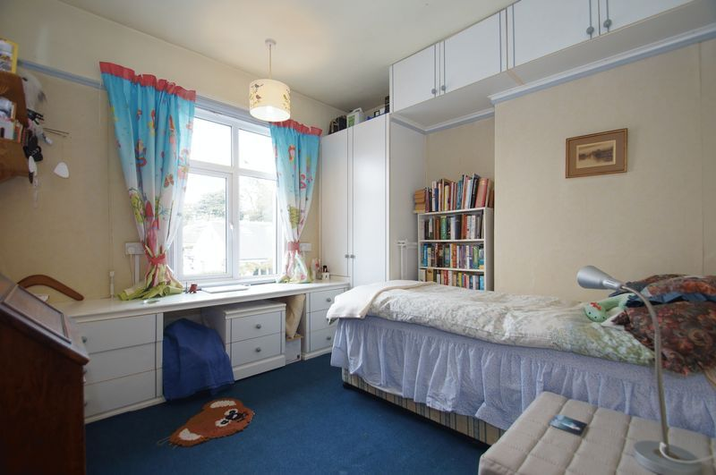 4 bed house for sale in Western Road 10