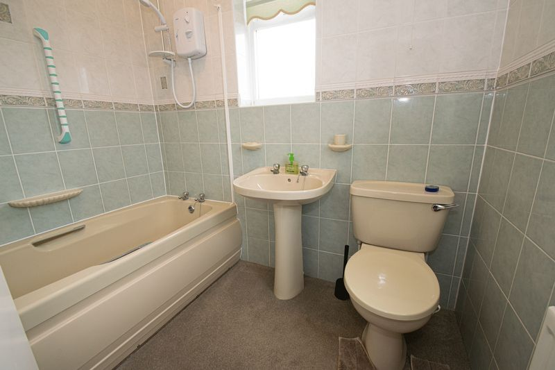 3 bed house for sale in Compton Grove 4