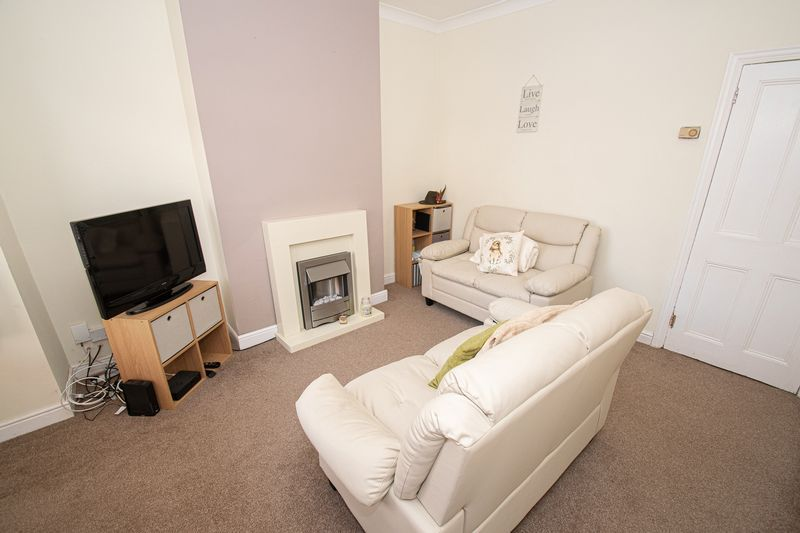 2 bed house for sale in Highfield Road 6