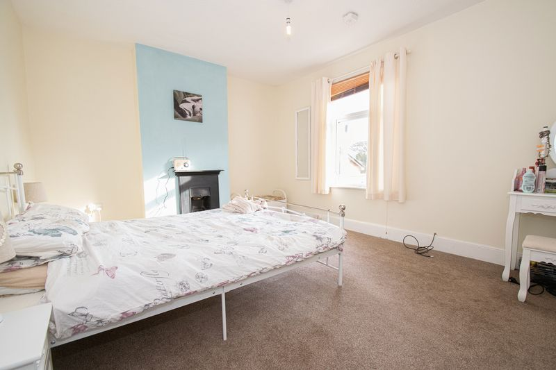 2 bed house for sale in Highfield Road 8
