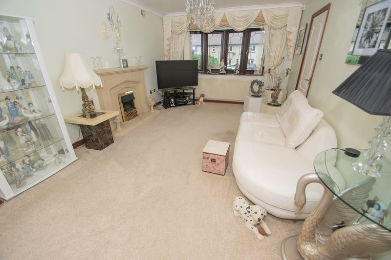 4 bed house for sale in Hill Top Avenue  - Property Image 2