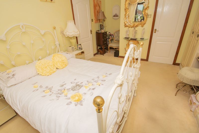 4 bed house for sale in Hill Top Avenue 11