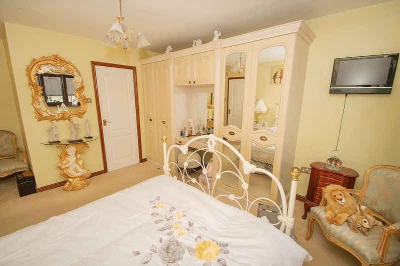 4 bed house for sale in Hill Top Avenue 12