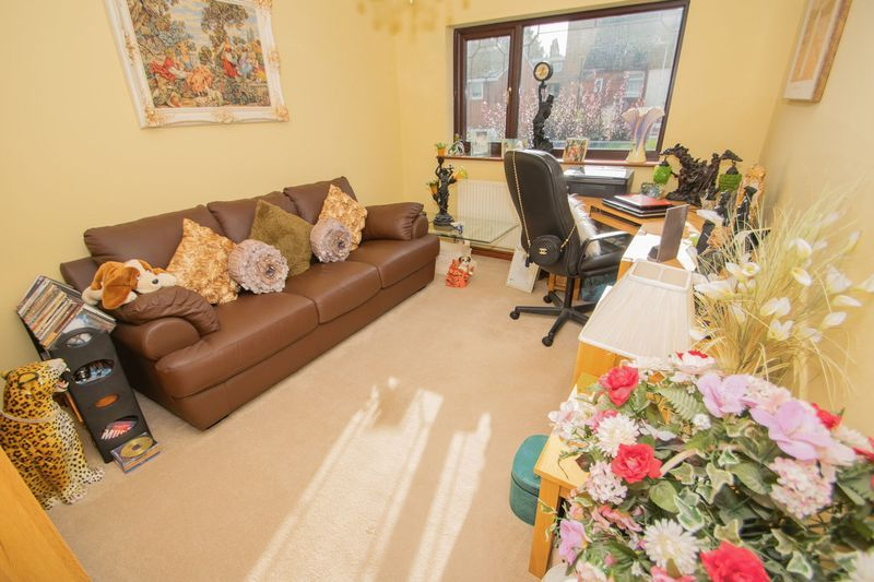 4 bed house for sale in Hill Top Avenue  - Property Image 14