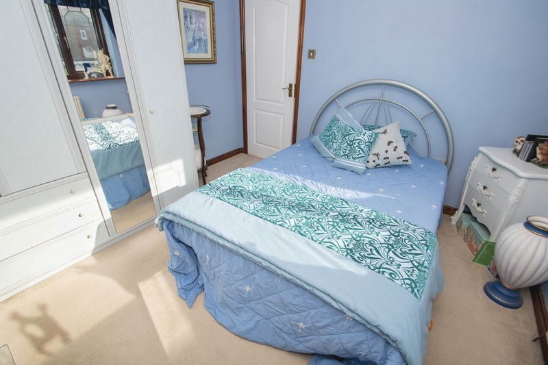 4 bed house for sale in Hill Top Avenue  - Property Image 15