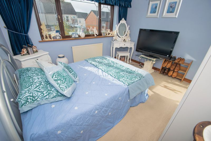 4 bed house for sale in Hill Top Avenue 16